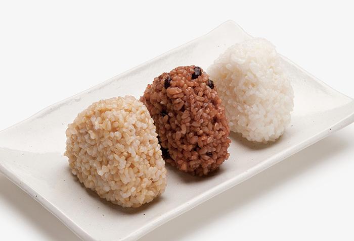 上の3種類のご飯が炊ける。白米は「もちもち」「やわらか」 「ふつう」の3種類から、好みの炊き上がりを選択。