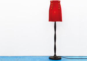 GELCHOPのレッツD.I.Y.「Red Skirt Stand Lamp」