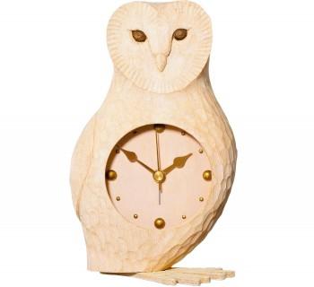 若野忍・由佳による木工ユニット「KIYATA」。新作を発表する個展が11/29~12/5に『バーデンバーデン』(www.badenbaden.jp)で開催。このフクロウの置き時計も、愛嬌抜群。H17㎝¥13,650