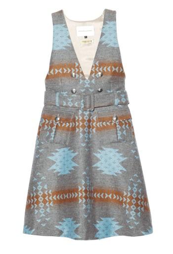 オリジナルプリントのファブリックに定評がある『ANALOG LIGHTING』。アウトドアやエスニックで目にするイカット柄を、上品なジャンパースカートに。¥44,100(Diptrics☎03・3409・0089)