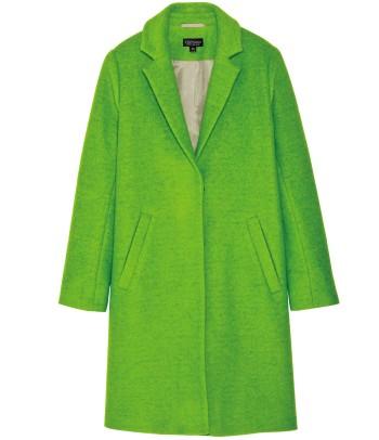 袖を通すだけで気分も上がるライトグリーンが決め手。ボックスシルエットに隠しボタンで、スマートな印象もプラス。¥18,900(トップショップ/トップショップ /トップマン☎03・5919・2077)
