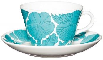 『グスタフスベリ』と日本の陶芸作家・鹿児島睦さんとのコラボは、イキイキとしたフラワーモチーフに個性がキラリ。コーヒーカップ&ソーサー¥12,600(dieci☎06・6882・7828)
