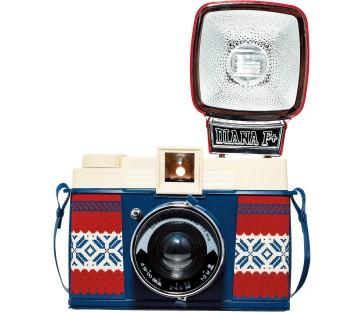 冬季限定のノルディックデザインのLomo。これで冬の思い出も一層幻想的に! 写真集つき。Diana F+ Chamonix ¥11,500(Lomography+☎03・5817・8597)