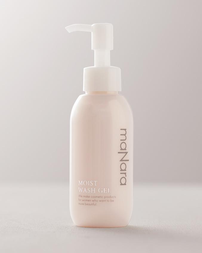 拭き取り洗顔や毛穴パックなど、様々な使い方ができるのも魅力。モイストウォッシュゲル 120ml 3,360円(マナラ化粧品 FD 0120・925・275)