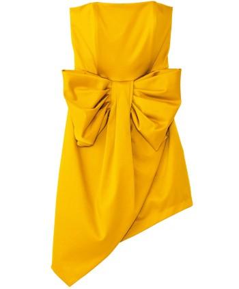 『リリディア』から新たにドレスラインがデビュー。アシメトリーのベアトップドレスは、着物の帯のようなリボンで魅了! ¥36,540(バロックジャパンリミテッド☎03・6730・9191)