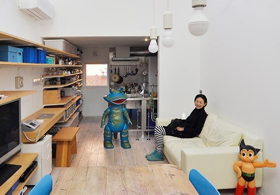 フィギュアたちと暮らす家  明るい部屋で自然に気持ちは前向き。