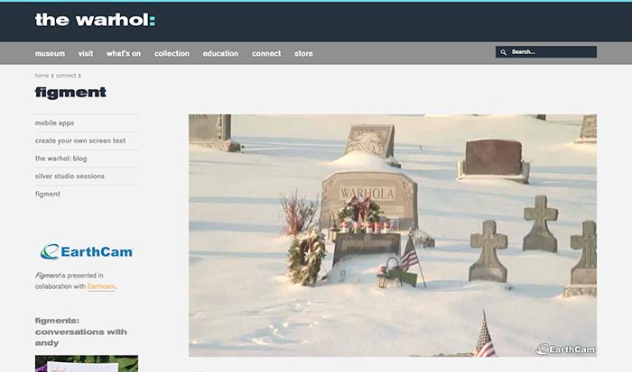 こちらはアンディ・ウォーホルのお墓のライブ・ストリーミング画面。2014年2月現在は雪で半分埋もれています。