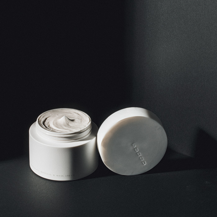 顔筋マッサージとの組み合わせで、肌本来の力をケアするマッサージクリーム。200g ¥10,500(SUQQU 70120−988−761)