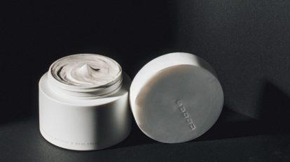 & Beauty  キレイの理屈  No.04〈スック〉のマッサージ&マスク クリームと〈ディオール〉の美容乳液。