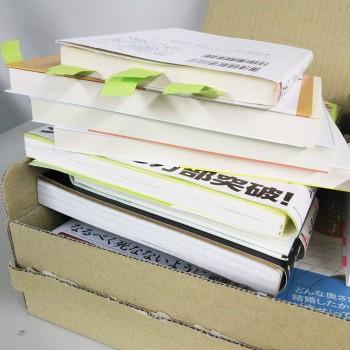 今回、ご紹介した本の一部。ハッとした箇所には付箋を貼っていきます。全体的に貼る箇所が多すぎて、付箋がすぐになくなりました…。