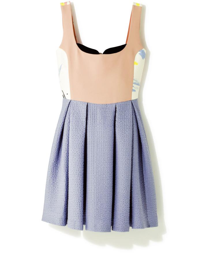 マテリアルを駆使した技ありドレス。 デコルテやサイドの生地の見せ方など、ディテールにこだわりが光る。ていねいに折られたタックで、スカートがボリューミーに広がるのもかわいい。¥19,000(made in HEAVEN/クライ.表参道店☎03・6419・1939)