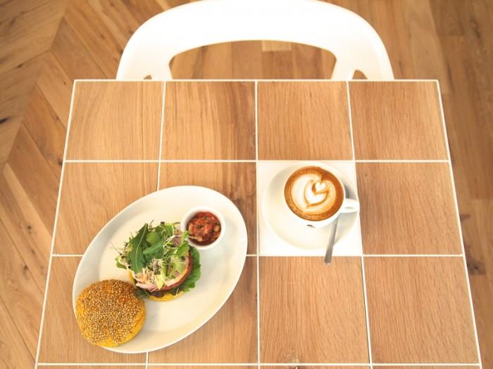 パリで人気のコーヒーショップ『クチューム』が骨董通りに。