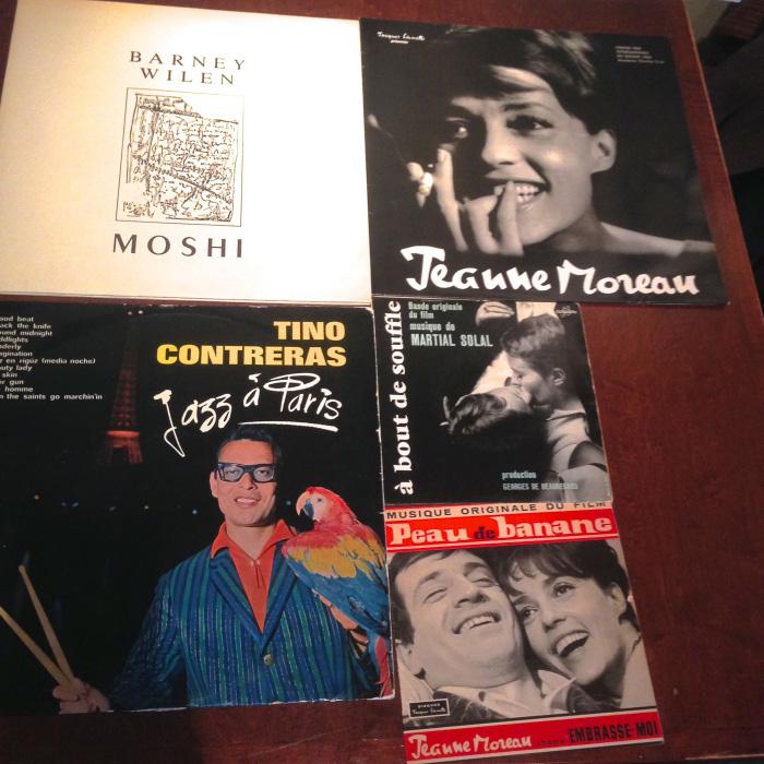 東京・富ヶ谷〈カフェバルネ〉にて。店名はパリで活躍したジャズミュージシャンのバルネ・ウィラン。店主は「音楽とワインを合わせる」のがテーマの一つ、とか。