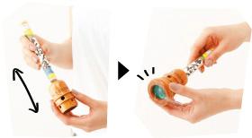 2. 肌からの距離を調節して、キャップを付ける。