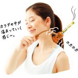 3. 好きなツボに棒温灸を当て、じんわり温める。