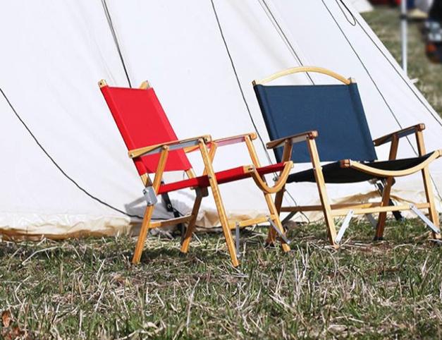 キャンプやフェスに お洒落で堅牢なテーブル&チェア。