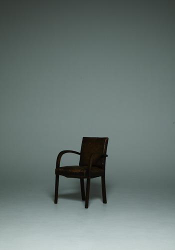 今回西島さんとともに大活躍した「椅子」。その活躍ぶりは本誌をご覧下さい!