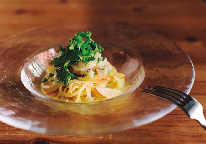 「ハモとプラムの冷製タリオリーニ」¥2,000(パスタのみの注文はできません)。ちなみにパスタの量は食べるタイミングに合わせて、多くも少なくも可能。