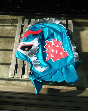 観戦したのは、6/15に行われた全日本プロレスさんの試合。お土産に購入した子供用マスクには、ウルティモ・ドラゴン選手のサインが入ってます~