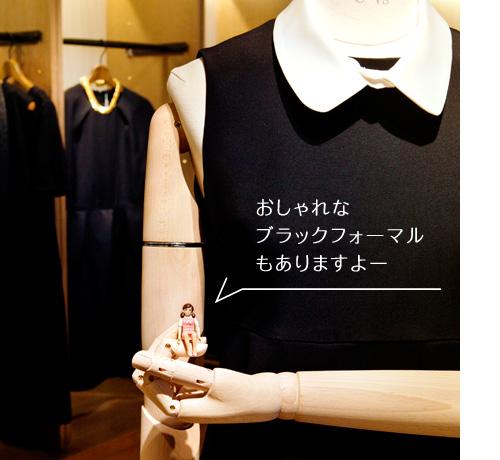 YOUさんがディレクションするブラックフォーマルブランド〈ピールスローリー〉を展開。ワンピースで3万円前後です。