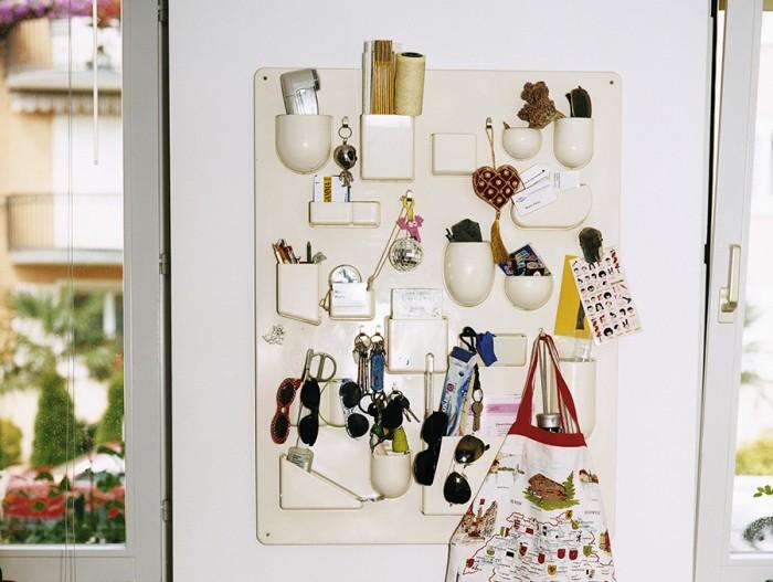 アートを飾るように収納を楽しむウォールストレージ。