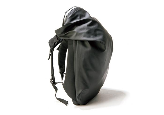 印象を決めるバックパックは、インパクトあるものを。