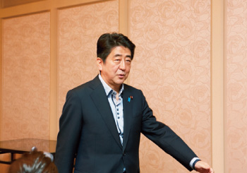 2. スペシャルゲストの安倍首相の来場!
