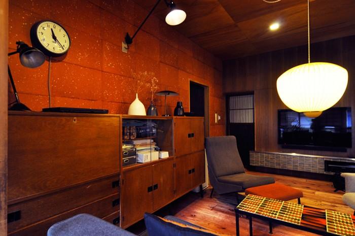 ミッドセンチュリーの家具が似合う同世代の日本家屋。