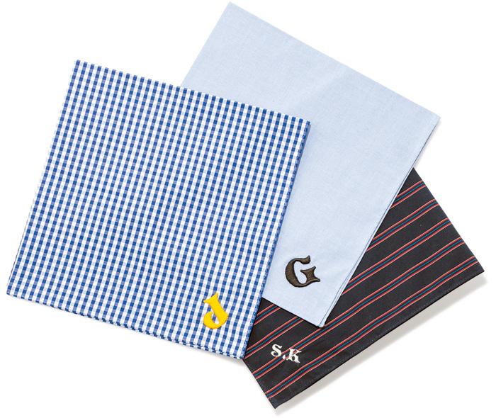 イニシャル事始めは、まずハンカチからどうぞ。 刺繍の文字はもちろん、色、フォントまで様々な種類から、ハンカチのデザインに合わせて選べる。各¥1,200※刺繍代は別料金で¥300~。刺繍は2文字までOK。(H TOKYO三宿店☎03・3487・4883)