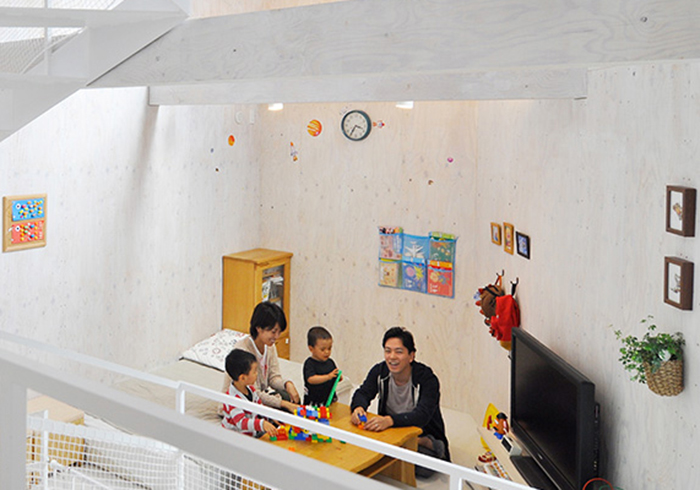 風道、四角い螺旋階段…小さな家にアイデアを詰めて