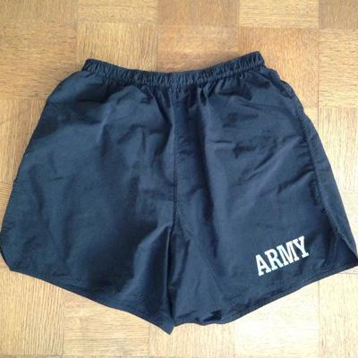 マイ・アンファッションアイテムその2。米軍のトレーニング・ショーツ。片方の裾についた、謎のポケットがクール。本誌でも紹介。