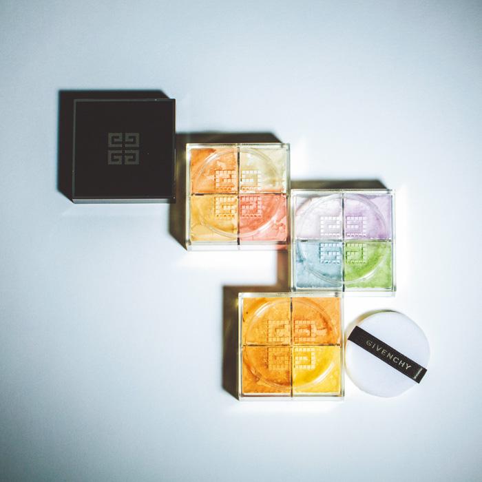 4色のハーモニーが美しい、マット感も透明感も万能なルースパウダー。モスリンやオーガンジーといったオートクチュールに使われる生地からインスパイアされた色調。プリズム・リーブル(ルース パウダー) 上から、No.7 ローズ・ヴェイル、No.1 パステル・シフォン、No.2 ベージュ・タフタ 各¥7,300(パルファム ジバンシイ/LVMHフレグランスブランズ ☎03-3264-3941)