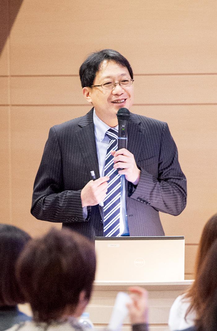 群馬大学医学部卒業。医学博士。東京女子医大で更年期専門外来を担当。米国メイヨ・クリニックで女性医療を学んだ後、女子医大講師を経て、2008年に開業。