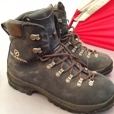 テンベアの早崎さんの登山靴。分類的にはクラシックではないもののそれでもこの味! かっこよすぎる!