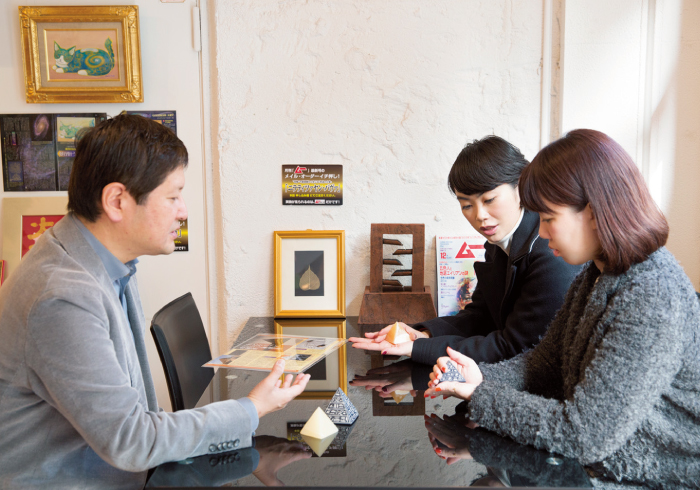 店主・山﨑さんのピラミッドにまつわる話を聞くのも楽しい。