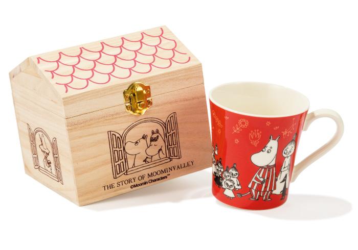 フィンランドの国民的キャラクター、ムーミンが描かれた楽しげなマグカップ。ハウス型の木箱入りなので、プレゼントしても喜ばれること間違いなし♪ ¥1,500(Moomin/PLAZA GINZA☎03・3575・2525)ⒸMoomin Characters TM