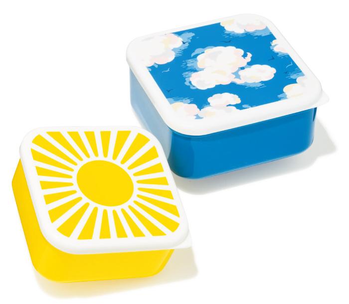 『キャス・キッドソン』の新作ランチボックスは、たとえ雨降りでも心に青空が広がりそうな、幸せ感たっぷりのデザイン。女の子らしい小ぶりなサイズが可愛い。¥2,100(キャス・キッドソン☎03・6748・0548)