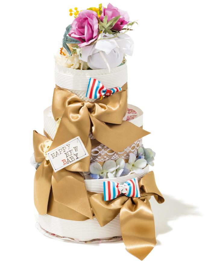"""ウェディングケーキのようにデコレーションされた""""おむつケーキ""""。商品はすべてオーダーメイドで、予算(¥6,000~12,000)に合わせて注文が可能です。(サンクリラ☎080・3150・5355)"""
