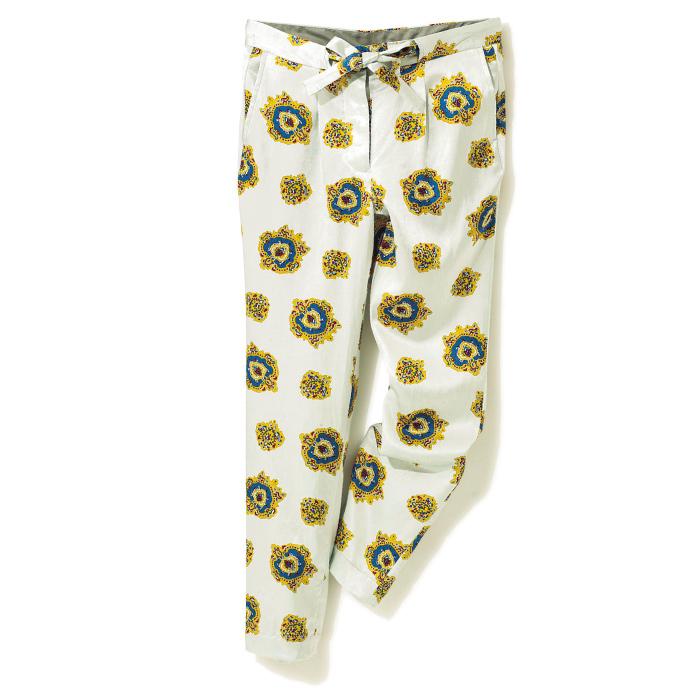 なめらかなシルク素材のパジャマパンツは、注目のドメスティックブランドから。リラクシーな着心地とリュクスな雰囲気を同時に叶えてくれる。¥31,000(アンユーズド/アルファ PR☎03・5413・3546)