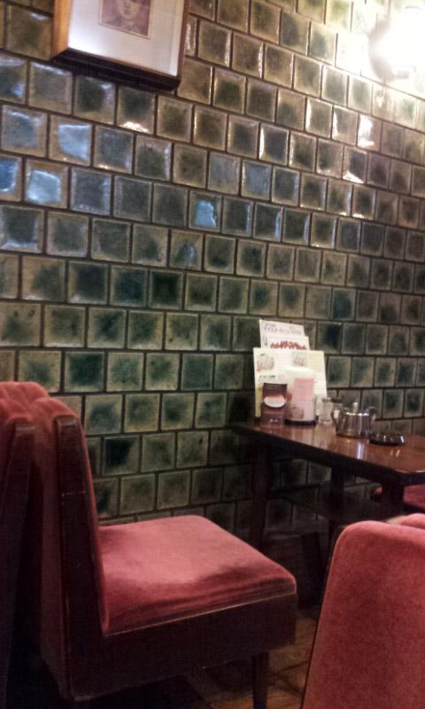 コンパルの店内。昔ながらの風情。