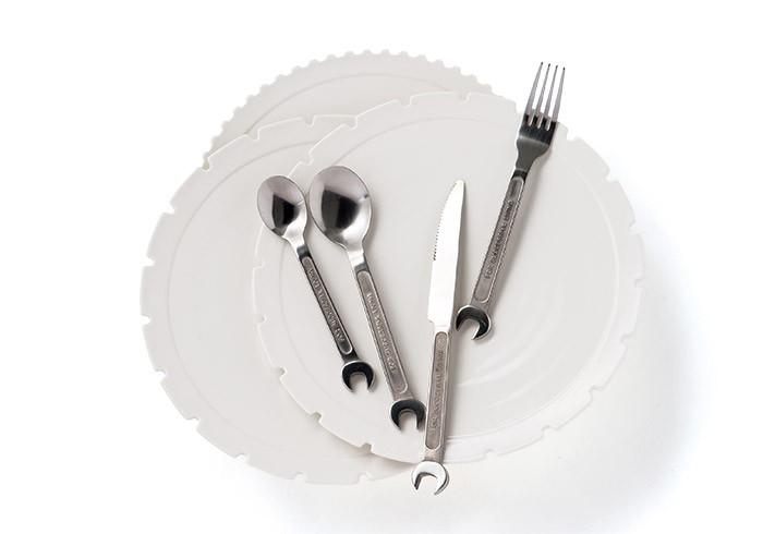 テーブルをユニークに彩る〈DIESEL LIVING〉の食器たち。