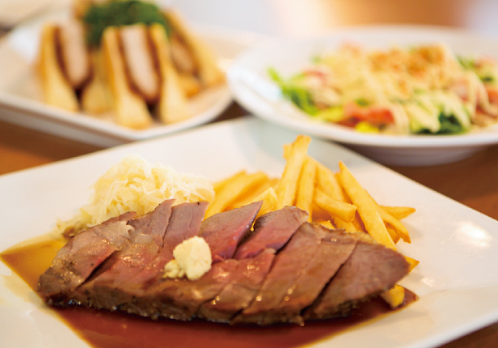 「L-WING」のお食事は「銀座ライオン」でガッツリ系!