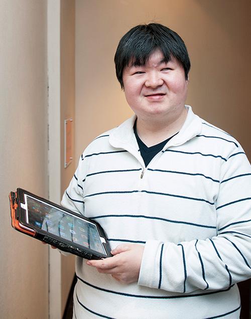 1977年生まれ。年齢や障害などの身体的制約のある人もウェブの情報・サービスを受けられるためのサイトCocktailzを運営。