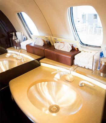 3) 機体後方にあるラバトリーも快適!