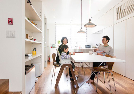 四角い箱に収納された 楽しく生活・仕事のできる空間