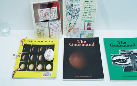 エッグ型オブジェ ¥4,000(キコ)/『The Gourmand』 各¥2,000(ユトレヒト)/『DINER JOURNAL』、スーザン・チャンチオロの料理本*スタイリスト私物