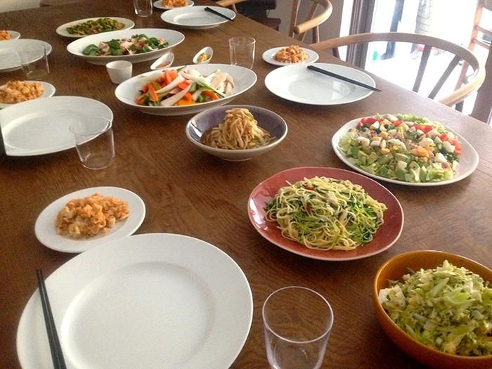 こちらが監修の植松良枝さんに作っていただいた料理の数々。 のどかな平日に鶏肉パーティを催しました。