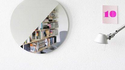 壁面を際立たせる シンプルなウォールミラー