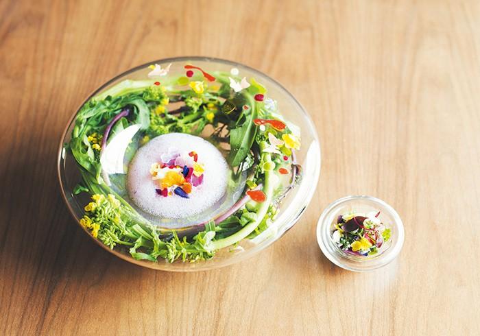 ¥6,800のおまかせコースは10皿前後の料理に小さなデザート4種前後。写真の皿は4、5月の料理の2、3皿目に出る予定。予約時に「ananで掲載された料理はありますか?」と確認を。