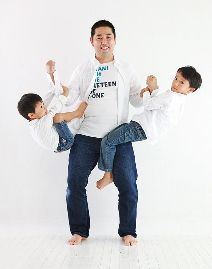 海都くん(右・6歳)は新1年生。光くん(左・3歳)と優羽ちゃん(1歳)は保育園に通う。